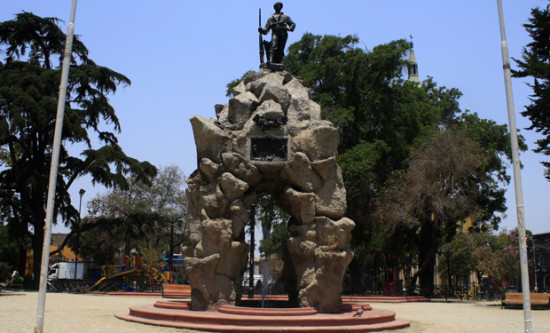 09.01.2014 PLAZA YUNGAY, MONUMENTO AL ROTO CHILENO. FOTOGRAFíA: MISAEL ERRAZURIZ / LA TERCERA YUNGAY