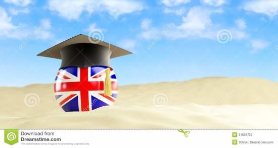lengua-inglesa-el-día-de-fiesta-casquillo-de-la-graduación-en-la-playa-31535727
