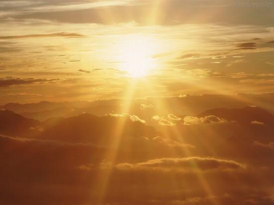 el-sol-entre-las-nubes