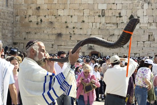 Jewish Pesach celebration at the Wailing Wall