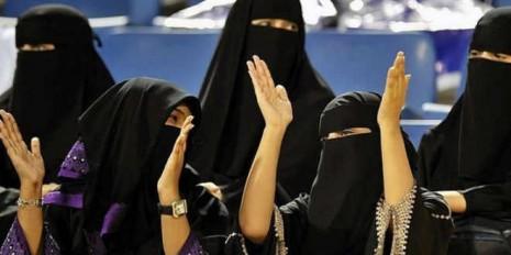 Debaten-el-acceso-de-las-mujeres-a-estadios-de-fútbol-saudíes-660x330