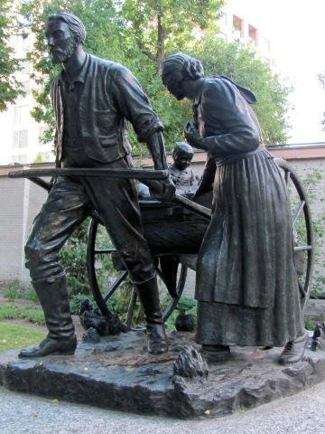 Mormon_Pioneer_handcart_statue