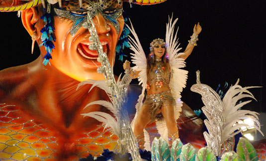 carnival-parade2-by-ascom-riotur