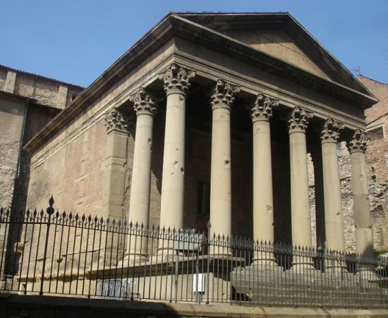 Templo_romano_de_Vic_-690x566