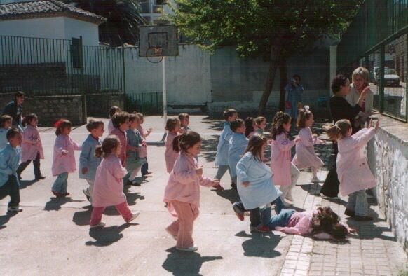 niños jugando reloj